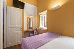 yellow-room
